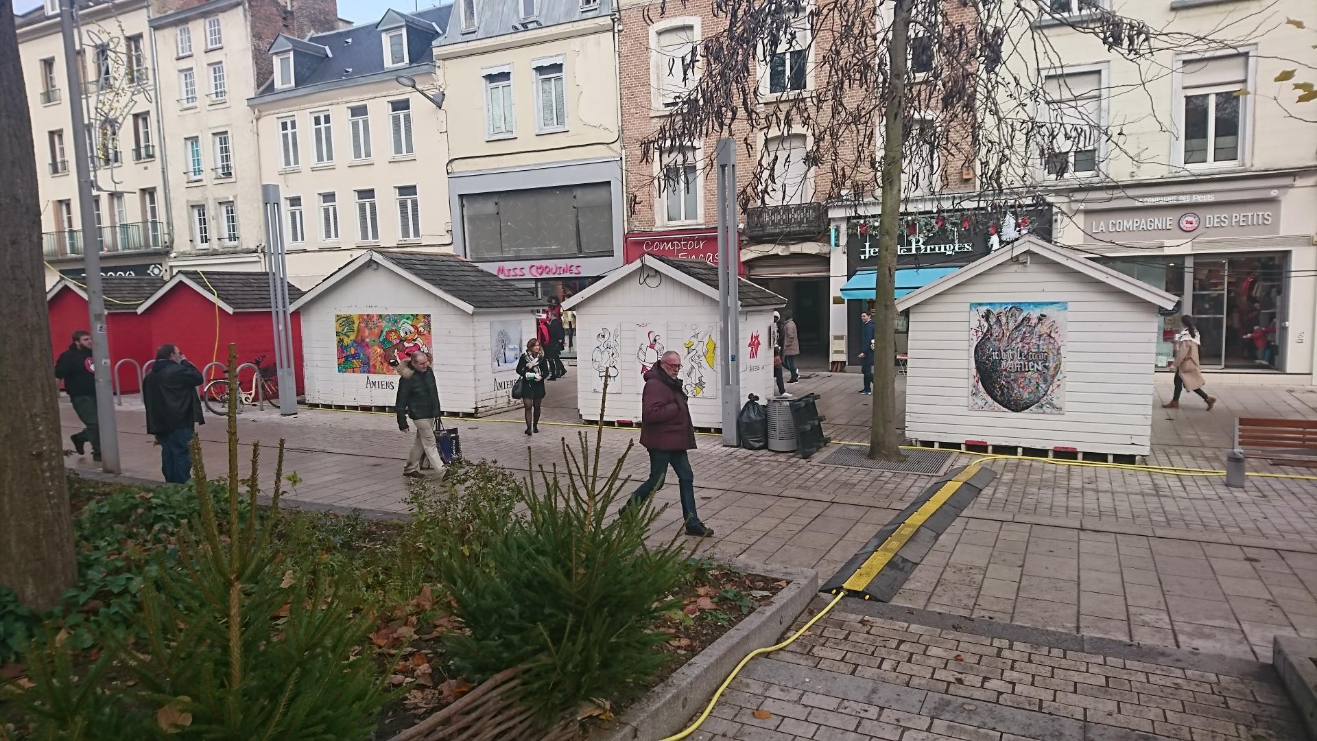3 chalets au sein du marché de Noël d'Amiens